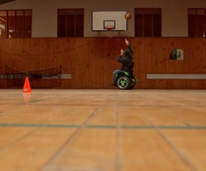 hands freewheelchairallowingmantoplaybasketball