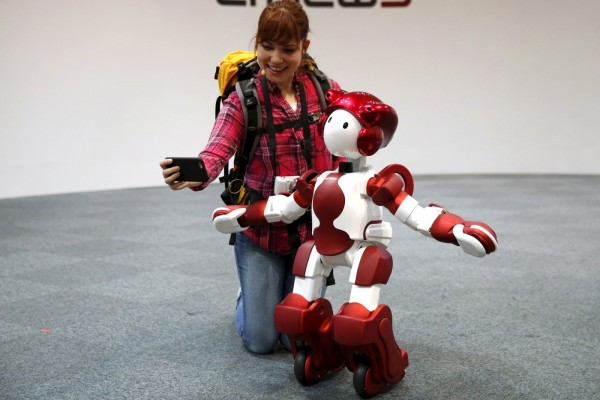 robot EMIEW3 from Hitachi learning customer service