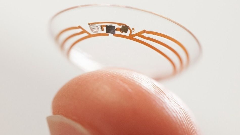 smart contact lens with built-in camera