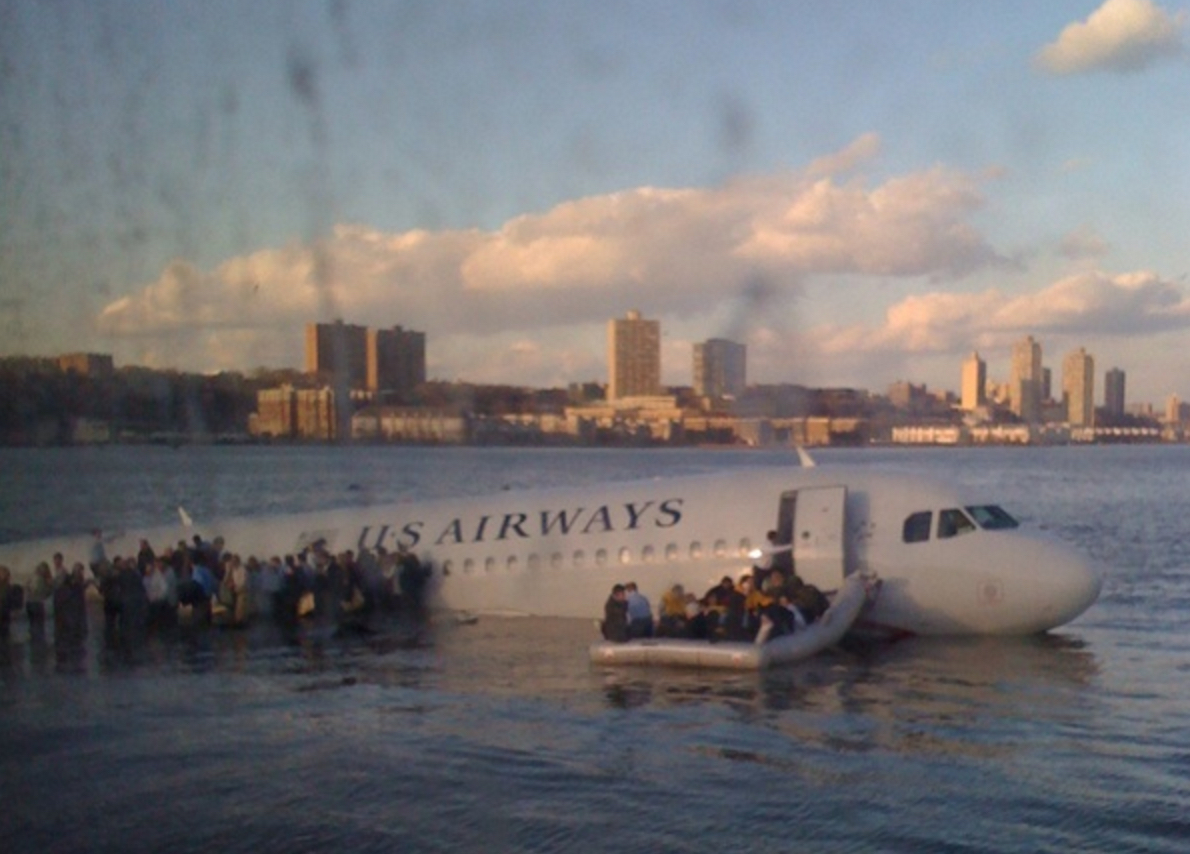 photojournalism of flight crashing on Hudson River