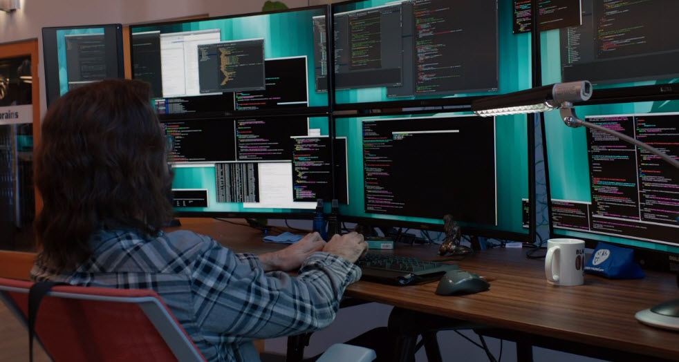 on Silicon Valley season 3, developer stares at many monitors