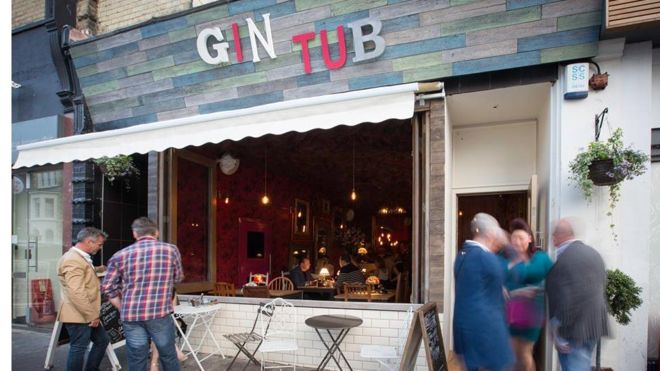 Gin Tub bar with blocked wifi signal