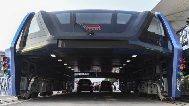 elevated bus strattling cars in China