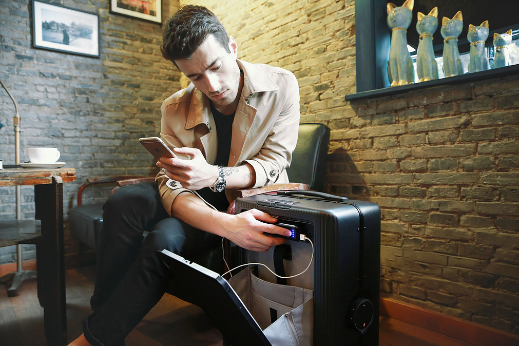 using the smart suitcase to charge a phone