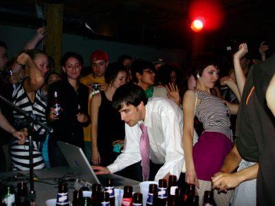 girl talk performing dancing snapmunk