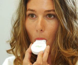 The Mint Breathalyzer Is a Portable Test for Bad Breath and Oral Hygiene