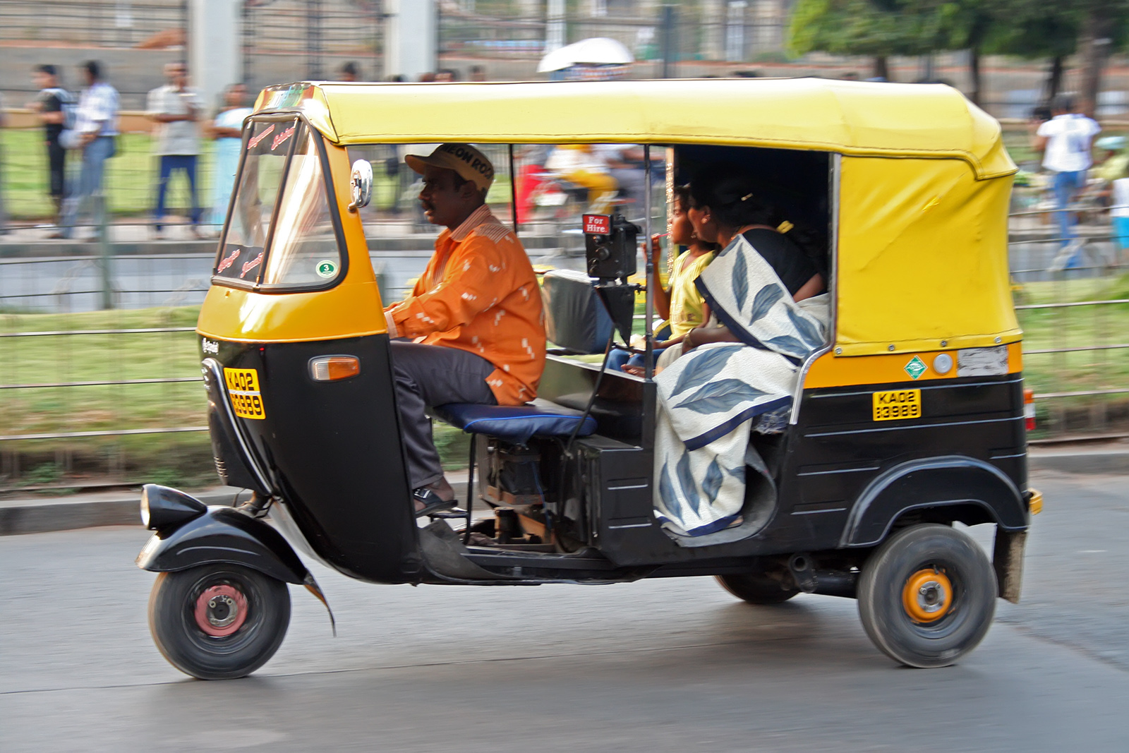 auto rickshaw like the one Prem Thakur's father drives