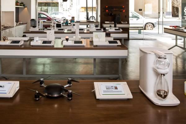 b8ta hi tech gadget stores
