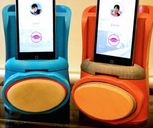 kissenger kissing app and phone dock